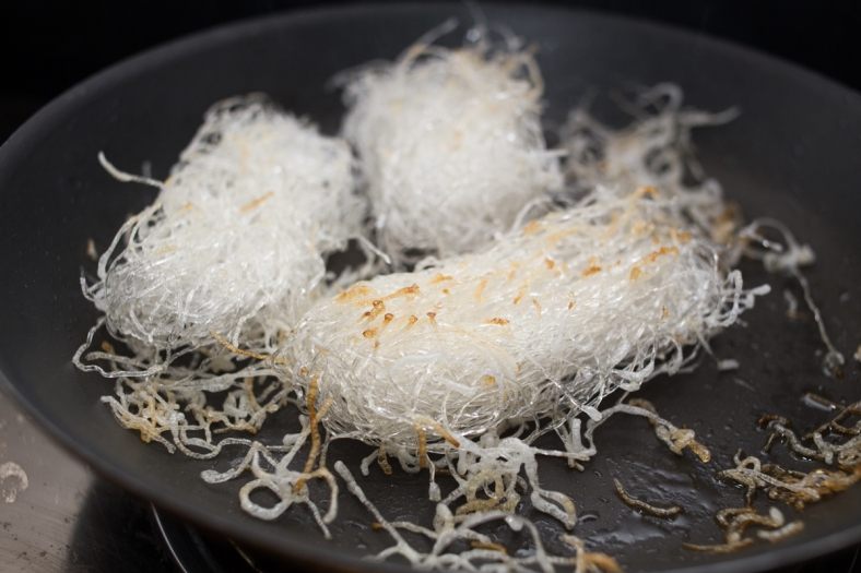 Frying the vermicelli